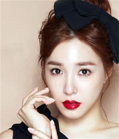 气质新娘完美展现:韩式长发新娘发型