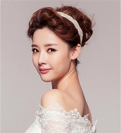 > 气质新娘完美展现:韩式长发新娘发型图片