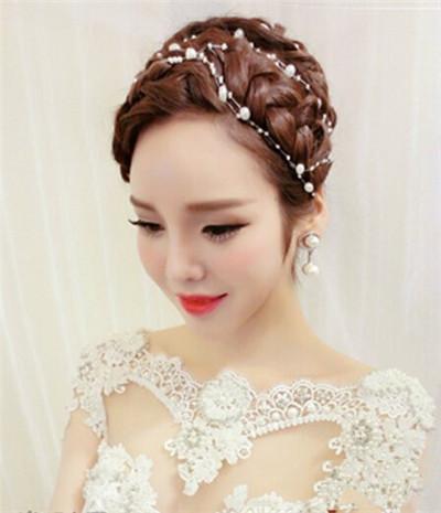 清纯浪漫美少女:甜美韩式盘发新娘发型