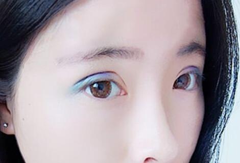 彩色眼妆尽显女神气质