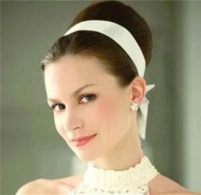 专属自己的完美搭配:适合脸型新娘发型