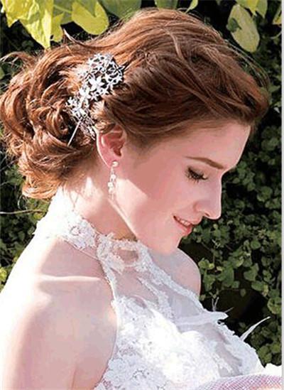 适合脸型新娘发型