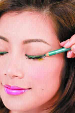 如何打造魅力无限的绿色眼妆