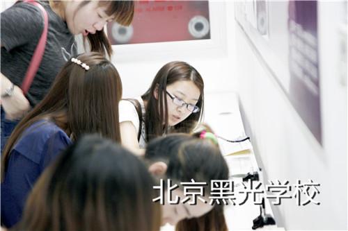 北京哪家化妆学校比较好?
