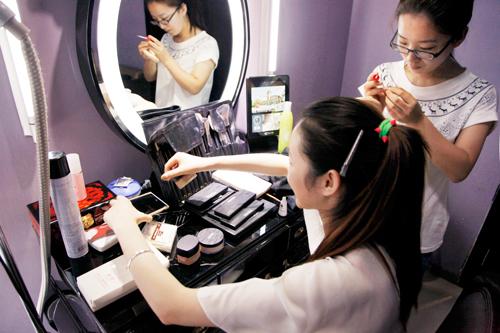 化妆师前景怎么样_化妆师就业好不好?