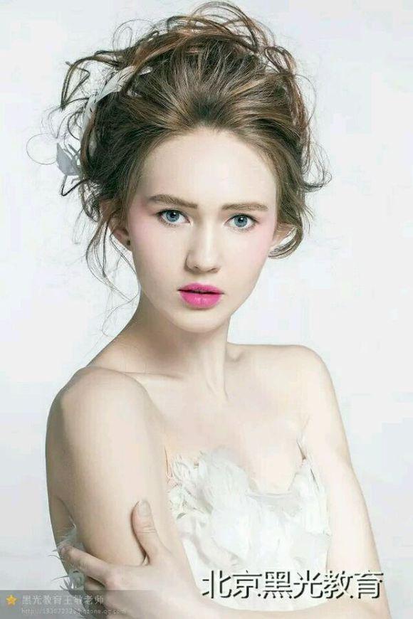 为什么选择北京黑光化妆学校?