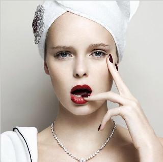 当代做化妆师容易吗?
