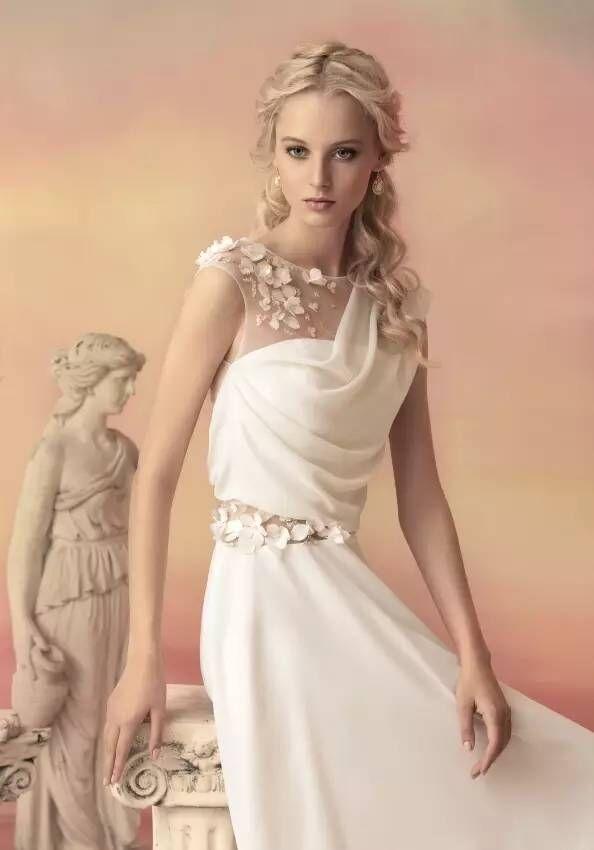 俄罗斯梦幻婚纱摄影:新娘婚纱夺人眼球