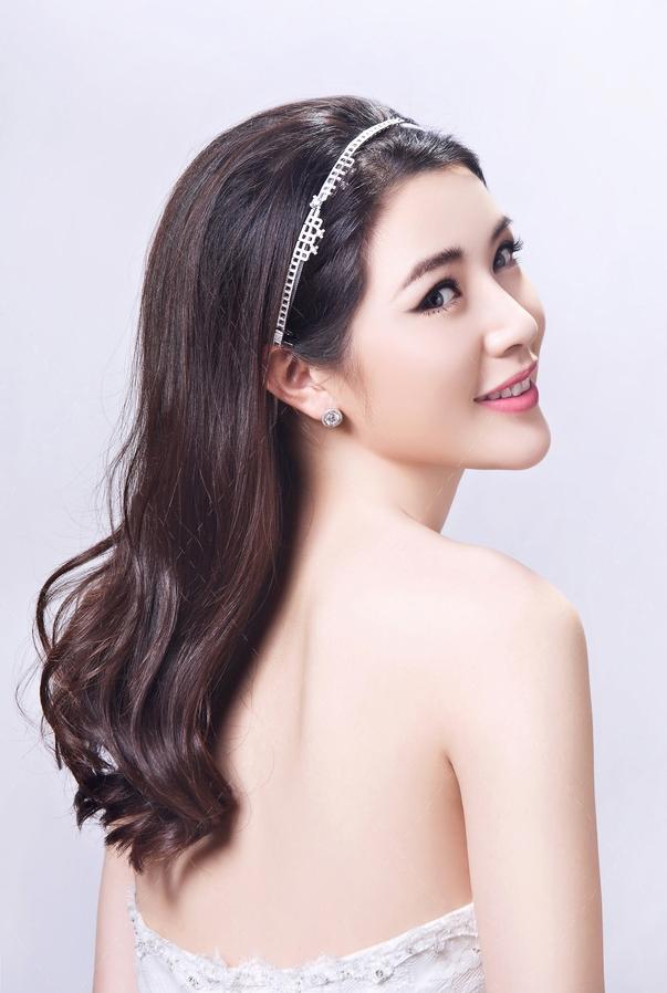 教你用腮红打造精致V脸_化妆咨询_北京黑光化妆学校