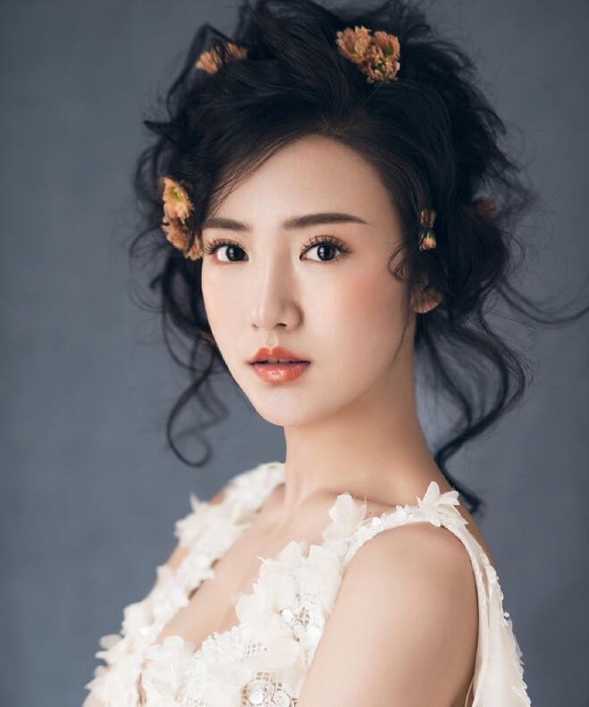 化妆学校提示:修眉不要过度_化妆咨询_北京黑光化妆学校