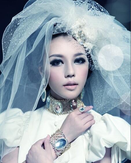 怎么化妆眼睛才显大_化妆资讯_北京黑光化妆学校