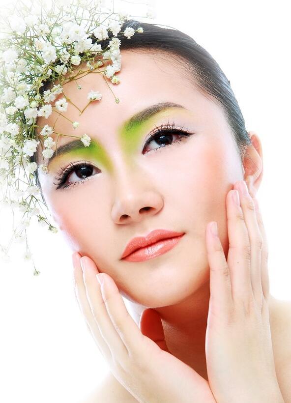 夏天该怎么画淡妆_化妆资讯_北京黑光化妆学校