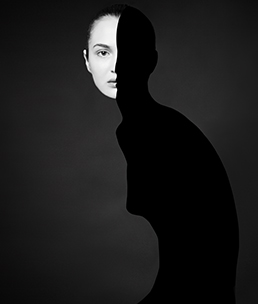 商业摄影师专修班 李嘉诚毕业作品《Black and white》