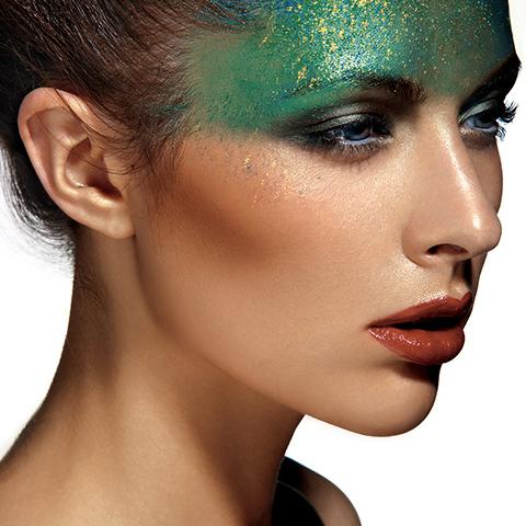 从业余到专业中间只差一个专业模特化妆培训中心