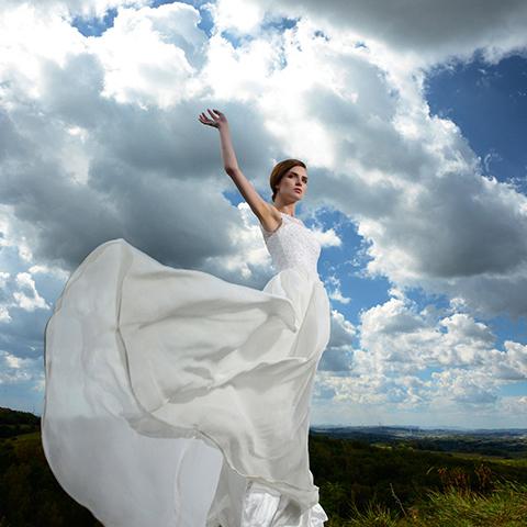 学婚纱摄影就到专业的婚纱摄影化妆学校!
