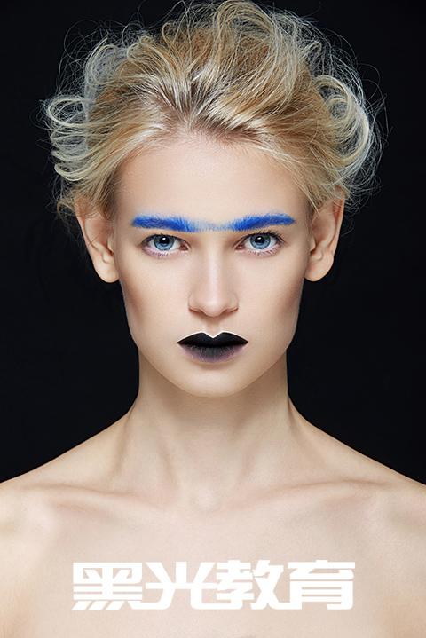 如何成为一名化妆师