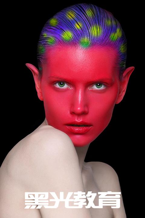 漂亮美眉学化妆