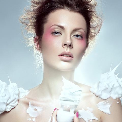 彩妆培训技巧之如何夹眉毛_化妆资讯_北京黑光化妆学校