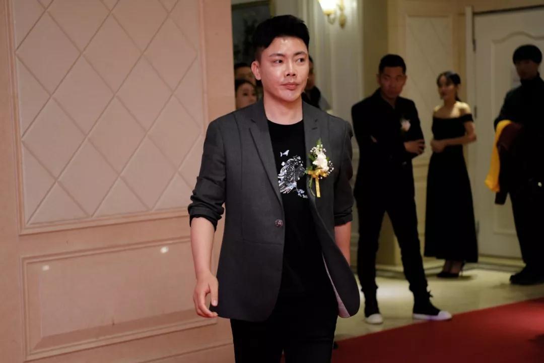 国际时装周品牌形象设计师、中国央视春晚、明星艺人御用造型师郭钧先生