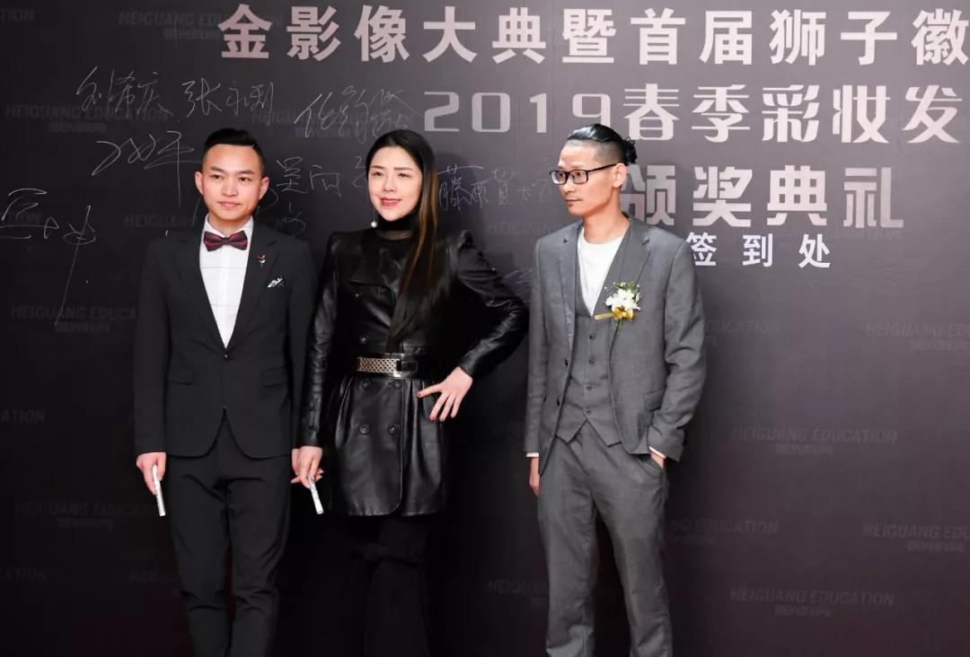 青年导演、制片人、国际巨星成龙弟子、 北京普渡年华影业创始人、欧阳曹亮先生 歌手胡艾莲女士 歌手宁坤先生