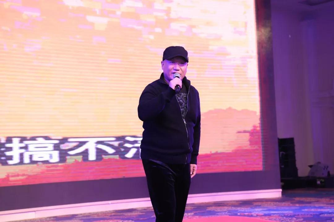 著名歌手谢东在现场献唱经典歌曲——《笑脸》