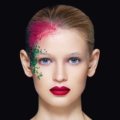 职业的化妆技术培训机构告诉你如何画一个好看的高鼻梁!